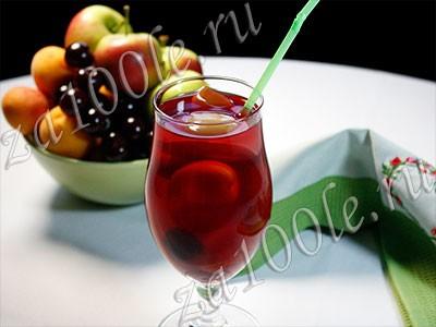 Рецепт компота из абрикосов, яблок и вишни