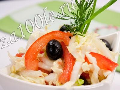 Рецепт салата из пекинской капусты с помидором и маслинами